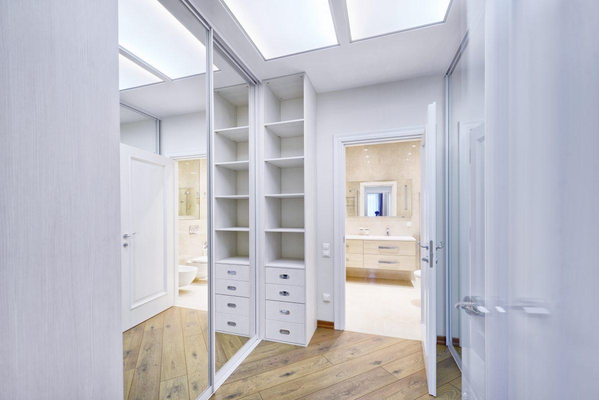 Progettare una cabina armadio: 5 trucchi per renderla perfetta